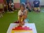 Zabawa Biedronek w kodowanie na dywanie