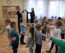 Zajęcia taneczne z instruktorami ze szkoły tańca